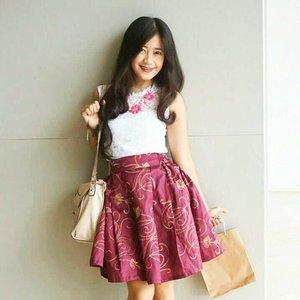 I call this..outfit of love. Because it was made with love 😘😘 Thank you, Sofi & Swanstwenty 😘😘 Pic by @sijessie 😘😘 #ootd #ootdindo #ootdmagazine #whitetop #maroon #kannahskirt #floral #necklace #slingbag #fashion #fashionista #fashiondiaries #lookbookIndonesia #beritafashion #formaldaily  #ClozetteAmbassador #clozetteID @clozetteid